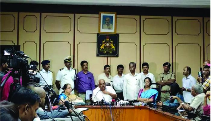 karnataka speaker meets rebel MLAs